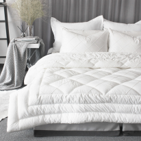 Pintuck quilting offwhite comforter